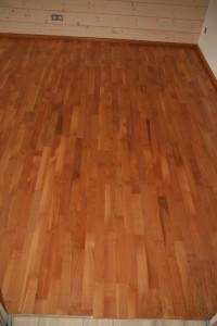 Schlafzimmerfußboden mit Kirschparkett