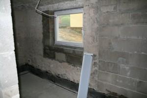 Abstellraum mit verkleinertem und höher gesetztem Fenster