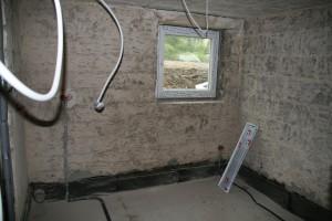 Waschküche mit etwas größerem Fenster