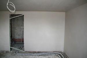 Frisch verputzte Wände im Gästezimmer