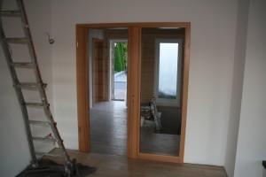 Eingebaute Panoramatür mit Glaselement