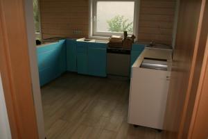 Teilaufgebaute Küche nach der Lieferung