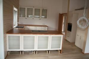 Küchenansicht vom Essplatz aus gesehen
